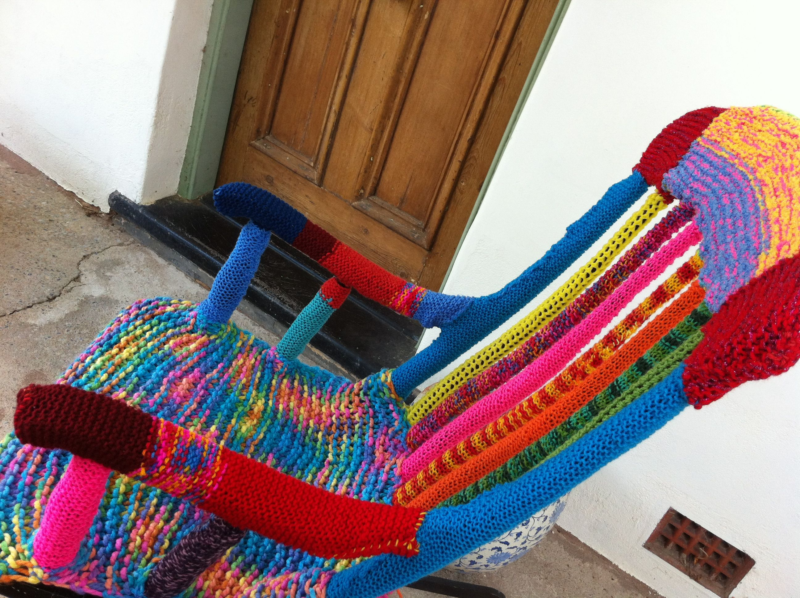 ROCKING THE YARN BOMB | YARN BOMBING