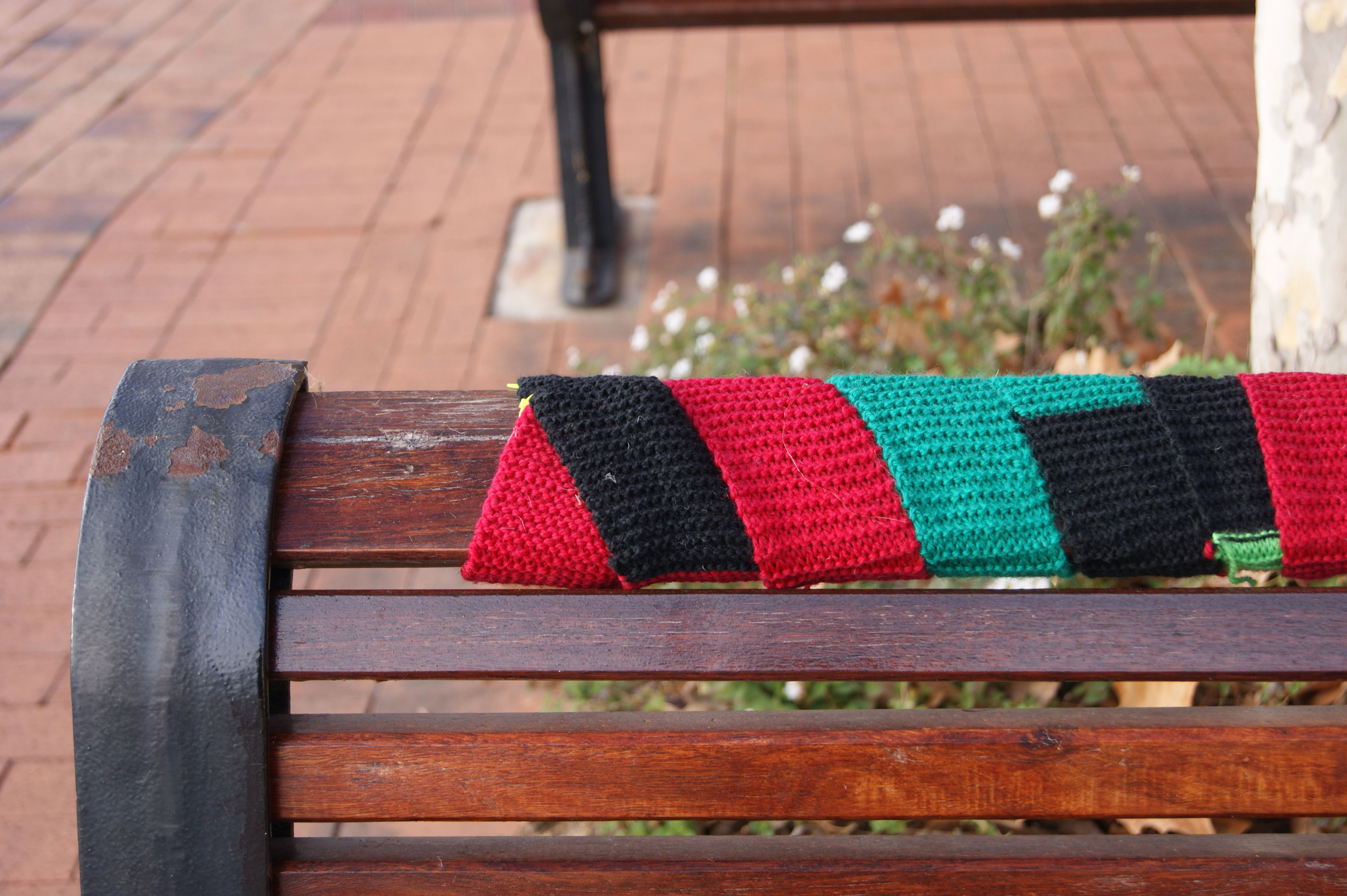 yarn bombing bench - photo #5