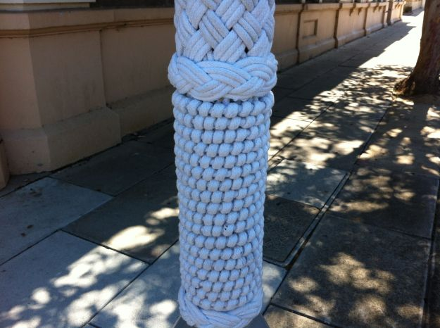 macrame yarn bombing 2