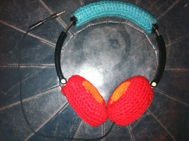 yarn bomb headphones
