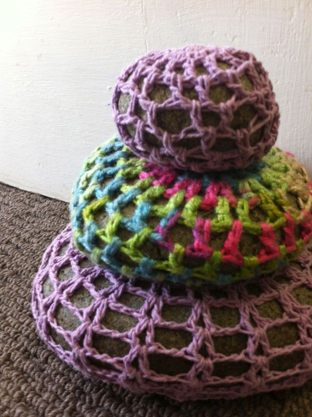 yarnbomb_rocks