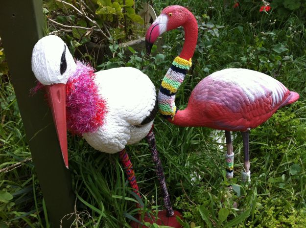 YARN BOMBING FLAMINGO GARDEN