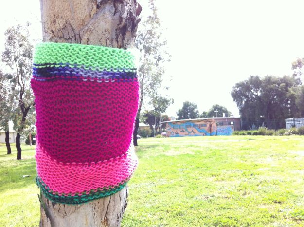 yarn bombing tree 2