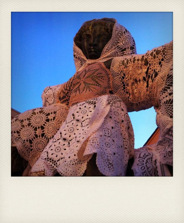 yarn bomb statue