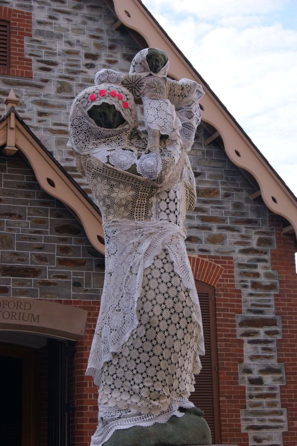 YARN BOMBING STAUE LACE CROCHET