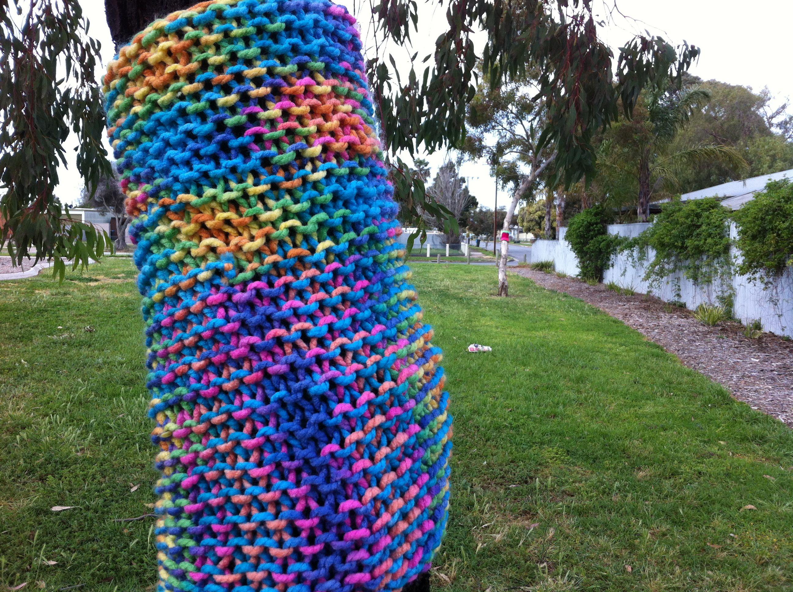 Knitting Trees Art : Yarn bombing a ball of can create dreams